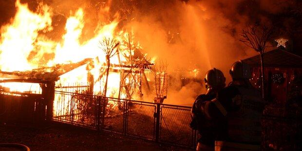 Gehöft und Wirtschaftsgebäude abgebrannt