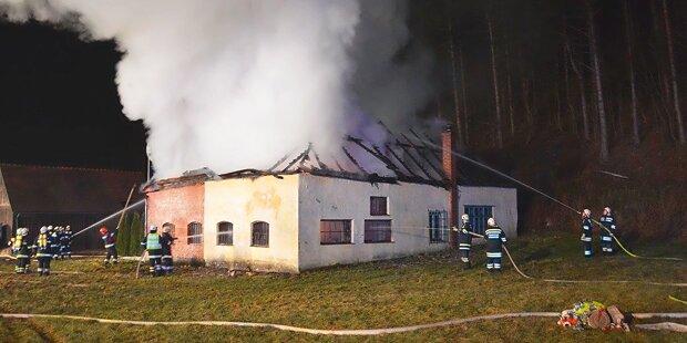 Ganzer Fuhrpark bei Feuer in Halle vernichtet