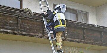 Wohnhaus in Flammen: 6 Verletzte: Tiroler Feuerwehr-Helden retten Kinder ins Freie