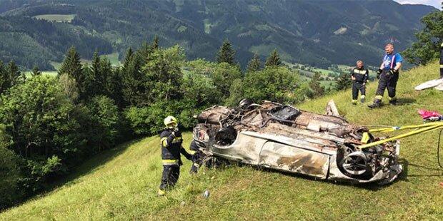 Pkw-Brand: Feuerwehr birgt nur noch Leiche