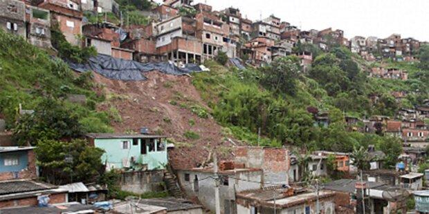 Hochwasser forderte mindestens 640 Tote