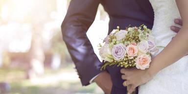 Braut ist sauer, weil ihre Schwiegermutter DAS tat