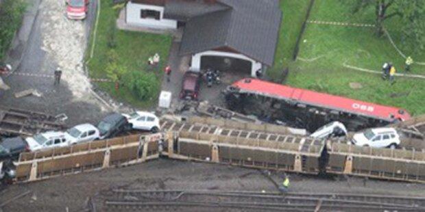 Zug raste 300 Autos in Vorarlberg kaputt