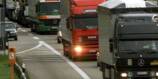 Zwei Unfälle wegen ausgelaufenem Motoröl