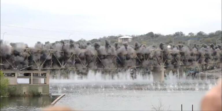Gigantische Brücken- Sprengung in Texas