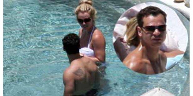 Britney Spears bandelt mit ihrem Bodyguard an