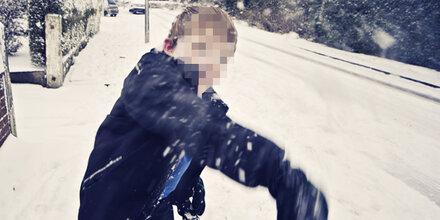 Irrer Autofahrer watscht Bub (10) wegen Schneeball