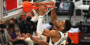 Giannis Antetokounmpo (Milwaukee Bucks) in NBA-Finals gegen die Phoenix Suns