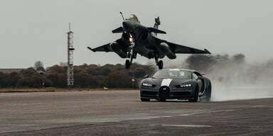 Bugatti Chrion tritt gegen Kampfjet an