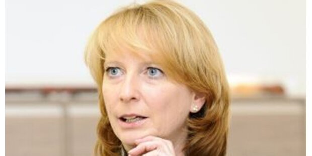 Bures legt Entwurf für Öko-Lkw-Maut vor