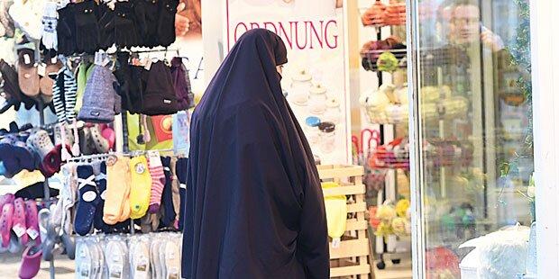 Bewaffneter Burka-Mann überfiel Wiener Bank