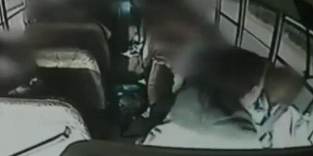 Junge rettet Schulbus: Fahrer hatte Herzinfarkt