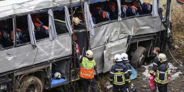 Schweres Bus-Unglück: 5 Tote