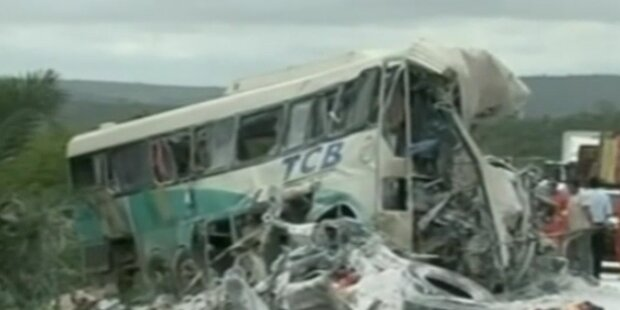 Schrecklicher Busunfall mit 36 Toten in Brasilien