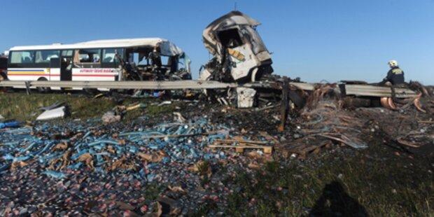 4 Promille im Lkw: 2 Tote, 51 Verletzte