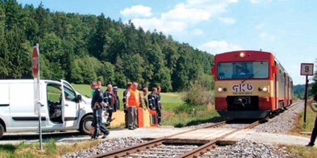 Zug reißt Steirerin die Wagenfront auf