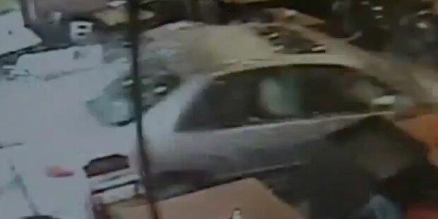 Verwirrte Autolenkerin rast in Restaurant