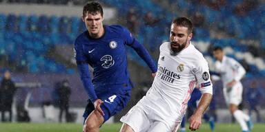 Dani Carvajal (Real Madrid) im Duell mit Andreas Christensen (Chelsea)