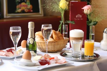 Champagnerfrühstück für 2 im Cafe an der Oper.JPG