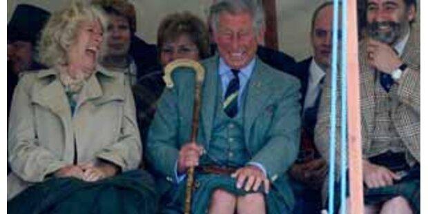 Prinz Charles weht's den Schottenrock weg