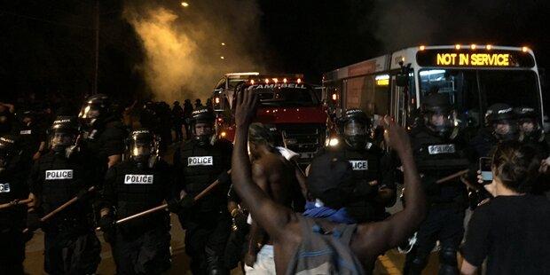 16 Polizisten nach Tod von Schwarzem verletzt