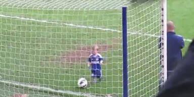 Zweijähriger schießt Tor für FC Chelsea