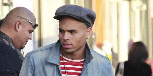 Chris Brown klaut iPhone und flüchtet