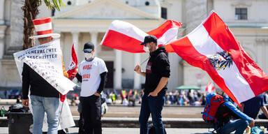 Elf Festnahmen und 481 Anzeigen bei Demos in Wien