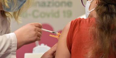 Corona-Impf-Pannne: Heim-Mitarbeiter bekamen fünffache Dosis gespritzt | Zwischenfall in Stralsund