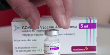 Corona-Impfstoff AstraZeneca mit Verpackung