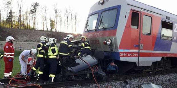 Kollision mit Zug: Pkw-Lenkerin verletzt