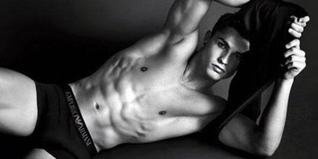 Ronaldo einschüchternd gut bestückt