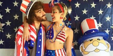 Cyrus, Kardashian & Co. | Die besten Promi-Outfits am Unabhängigkeitstag