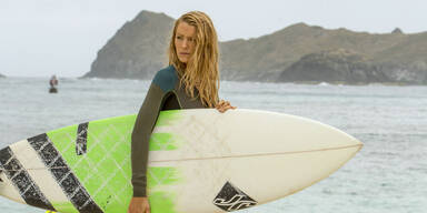 """Blake Lively in  """"The Shallows"""""""
