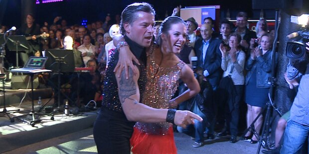 Dancing Stars tanzen mit Fans im Volksgarten