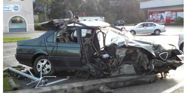 Alkofahrer überlebten Crash