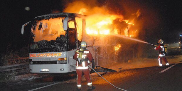 36 Menschen aus Bus gerettet