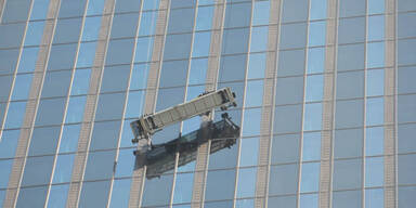 Er zitterte in 144 Meter Höhe um sein Leben