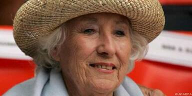 Dame Vera Lynn zeigt es allen