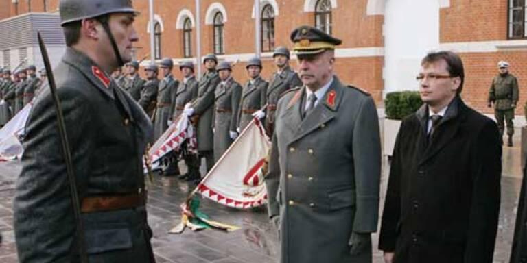 Militärs attackieren Verteidigungsminister