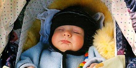 Wärmflaschen für Babys mit Leitungswasser füllen