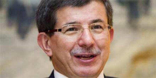 Davutoglu vergleicht Pegida mit IS