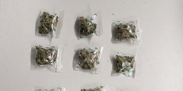 Nigerianischer Drogen-Dealer am Gürtel verhaftet