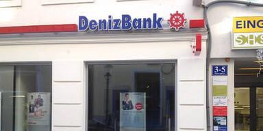 Aus Haft entlassen: Mörder überfiel Bank