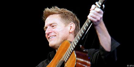 Bryan Adams trat nur mit Gitarre in Wien auf