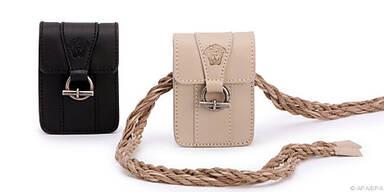 Die Hüfttaschen von Versace trägt man am Gürtel