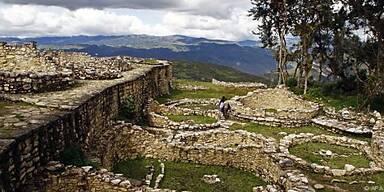 Die Ruinenstadt Kuelap im Norden Perus