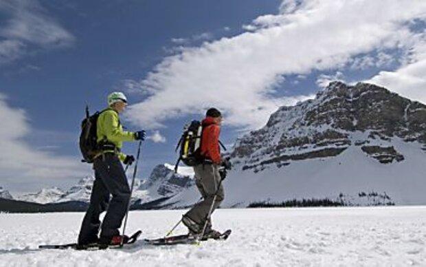 Bei Bergwanderungen Steigeisen einpacken