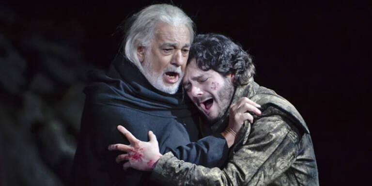 """170 Jahre hat es gedauert, bis Giuseppe Verdis Frühwerk """"I due Foscari"""" erstmals in Wien szenisch zu erleben war. Am 15. Jänner hat sich nun das Theater an der Wien getraut und dieses Leidensstück auf die Bühne gebracht - mit Placido Domingo in der Titelpartie. Am Ende stand eine solide, wenn auch nicht berückende Gesamtleistung und die Erkenntnis, dass Verdis Libretti über die Jahre besser wurden. Weitere Aufführungen finden 20., 23., 25. (an diesem Tag wird Domingo von Louis Otey ersetzt) und 27 Jänner statt."""