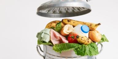 Mülltonne mit Essensresten